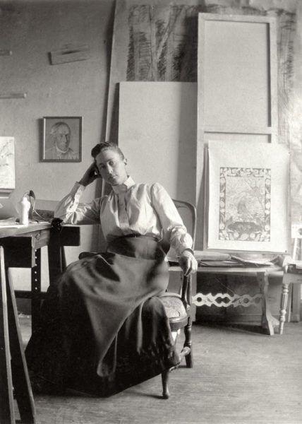 Hilma af Klint im Atelier, ca. 1895, Hilma af Klint's archives © Stiftelsen Hilma af Klints Verk.