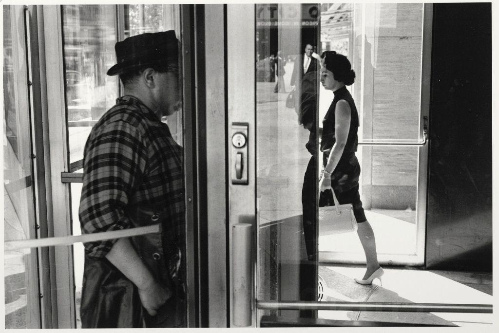 Lee Friedlander, New York City, 1963 (später Abzug 1980—2000), Silbergelatineabzug, 27,9 x 35,4 cm, Albertina, Wien © William Christenberry; Foto: Albertina, Wien.