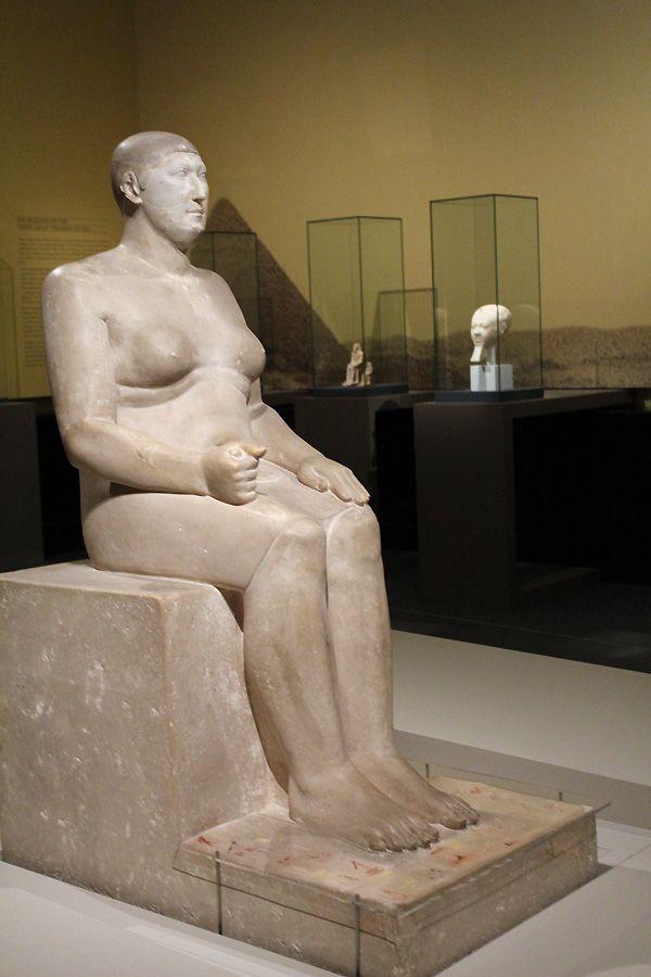 Statue des Prinzen Hemiunu, Altes Reich, 4. Dynastie, ca. 2609 –2584 v. Chr. © Roemer- und Pelizaeus-Museum Hildesheim; Foto: Sh. Shalchi