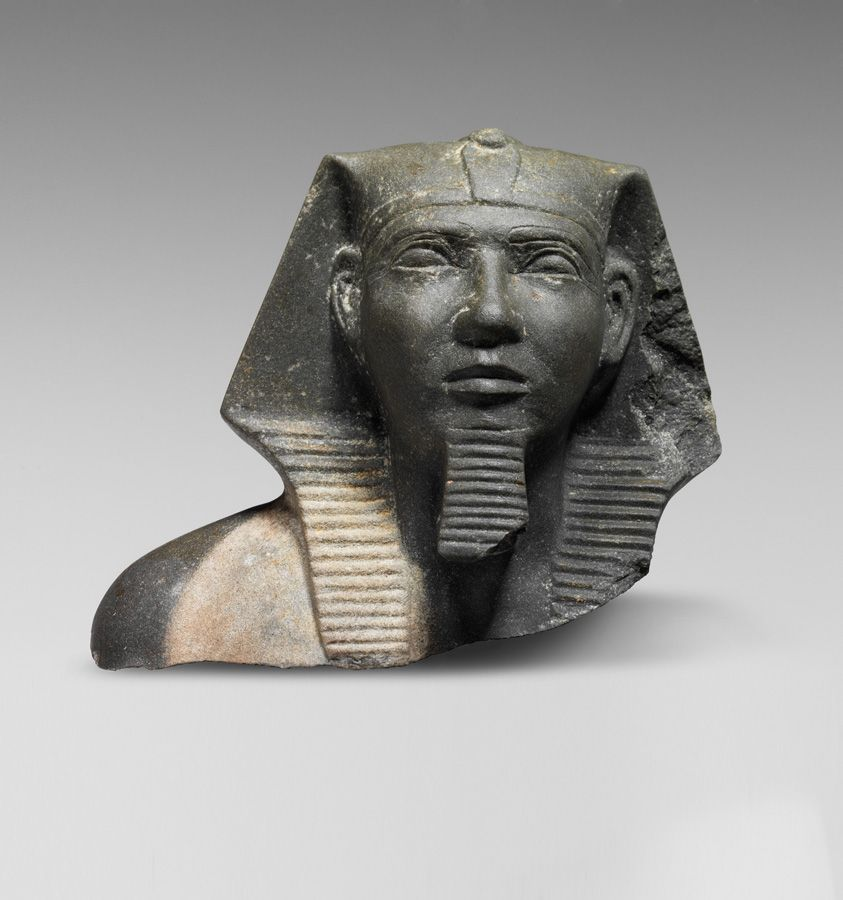 Oberteil einer Statuette des Chephren, Giza, Altes Reich, 4. Dynastie, ca. 2576 – 2550 v. Chr. © Universität Leipzig, Ägyptologisches Institut/Ägyptisches Museum; Foto: Marion Wenzel