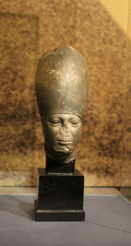 Kopf des Mykerinos, Altes Reich, 4. Dynastie, ca. 2609 –2584 v. Chr., Installationsansicht