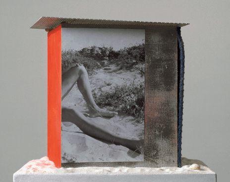 Isa Genzken, Strandhäuser zum Umziehen, 2000 (Detail), Courtesy Sammlung FRAC Nord-Pas de Calais, Dunkerque und Galerie Buchholz, Berlin/Köln.