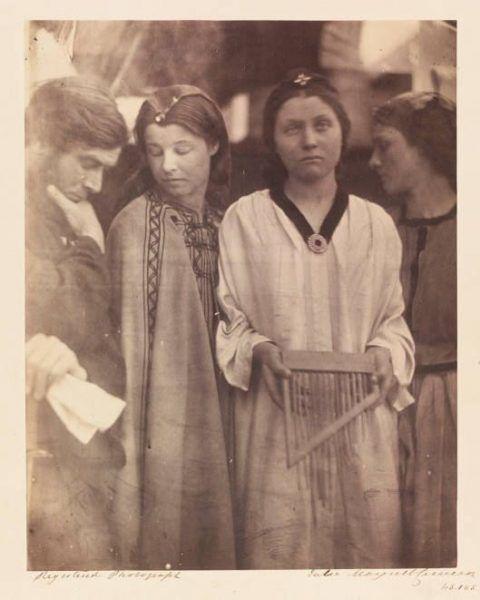 Julia Margaret Cameron, Hl. Caecilia, im Stil von Raffael, 1865, 57 x 42 x 4 cm, Albumindruck von einem nassen Kollodiumnegativ © Victoria and Albert Museum, London.