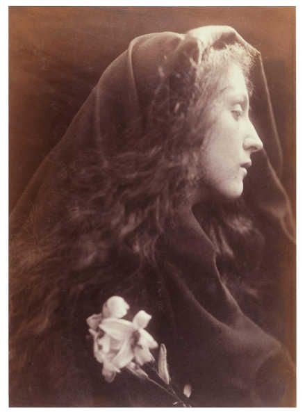 Julia Margaret Cameron, Der Engel am Grab, 1869–1870, 61 x 51 x 4 cm, Albumindruck von einem nassen Kollodiumnegativ © Victoria and Albert Museum, London.