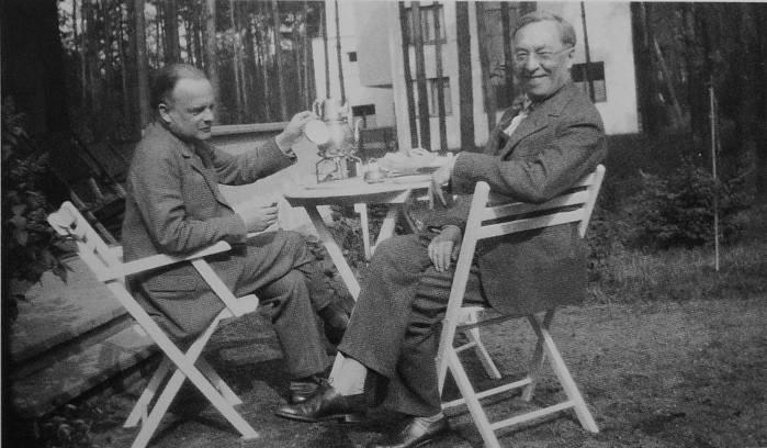 paul klee und wassily kandinsky in ihrem garten in dessau um 1927 foto - Wassily Kandinsky Lebenslauf