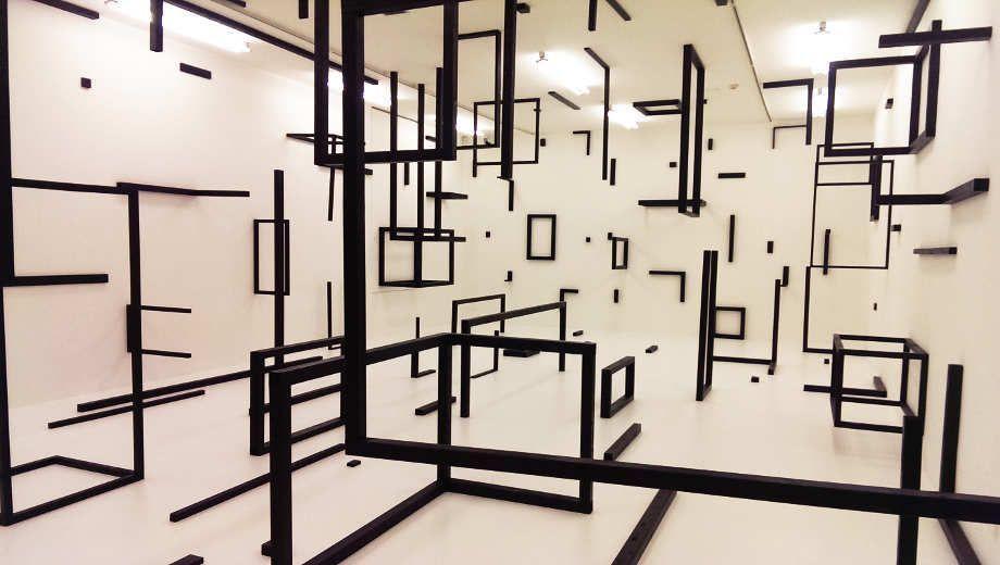 Esther Stocker, weil die Zukunft der Imagination keinen Widerstand leisten kann (Elena Esposito), 2016, Installation in der Kunsthalle Krems, Ausstellungsansicht: Alexandra Matzner.