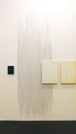 """Sophie Thorsen, Installationsansicht """"Abstrakt / Spazial"""" in der Kunsthalle Krems 2016, Foto: Alexandra Matzner."""