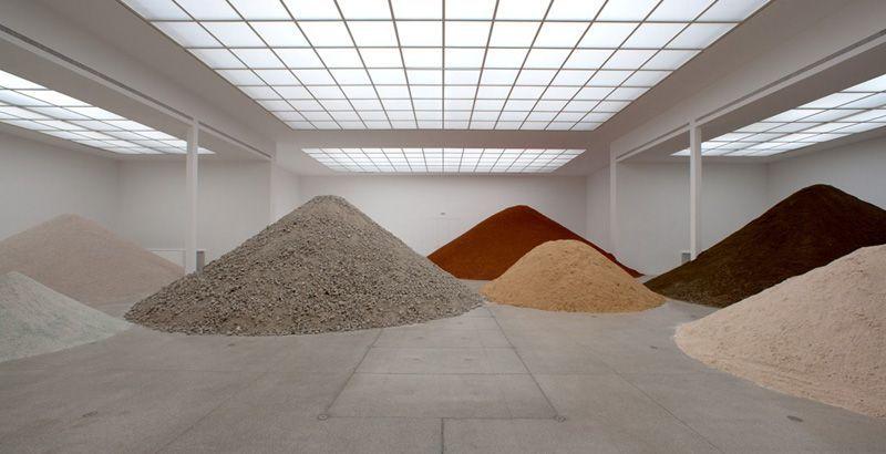 Lara Almarcegui, Installationsansicht: Bauschutt, Einblick in den Hauptraum Secession, 2010, Secession 2010, Foto: Wolfgang Thaler.