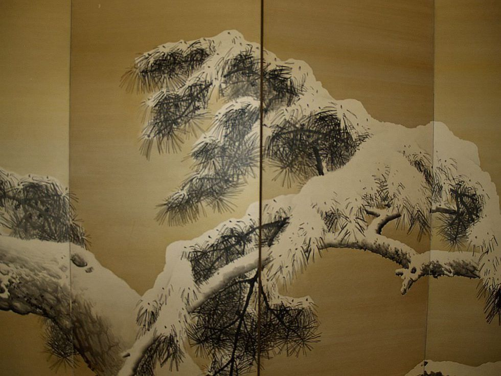 Zwei sechsteilige Wandschirme von Yamamoto Shunkyo (Ōtsu (Shiga) 1871–1933 Kyoto), Kiefer im Schnee, Detail (Sammlung Genzō Hattori), Foto: Alexandra Matzner