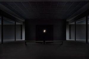 Mathias Poledna, Installationsansicht, Blick auf den Projektor, Secession 2013, Foto: Margherita Spiluttini (c) Secession und Margherita Spiluttini.