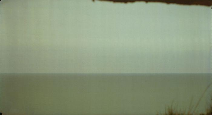 "Gábor Ösz, No. 5 Mers les Bains, aus der Serie ""Liquid Horizon"", 19.9.1999 (Belichtungsdauer: 5:15 h), Cibachrome, Camera Obscura, 126 x 230,6 cm, © Gábor Ösz, Courtesy: Hervé Loevenbruck, Paris."