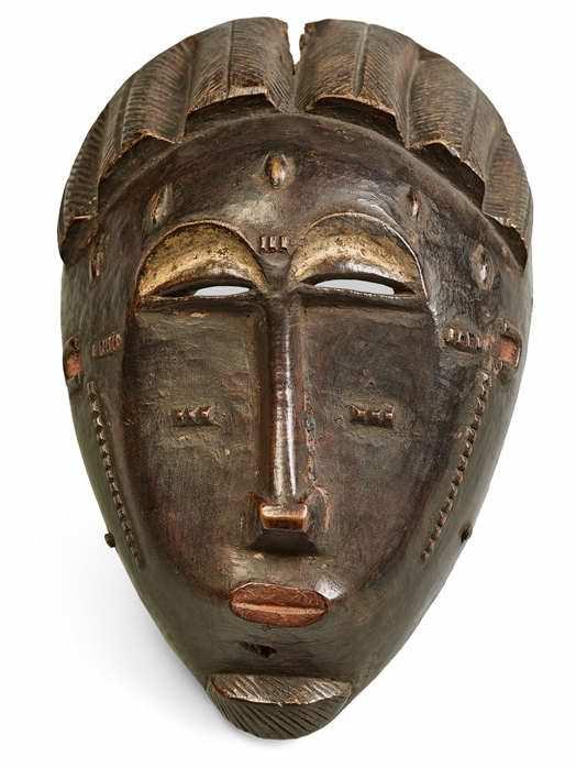 Afrika, Maske der Baule, 19. Jahrhundert, Tropisches Holz, 22,8 x 14,1 x 7,2 cm © 2015 Museum Folkwang, Essen / Sieveking Verlag, München.