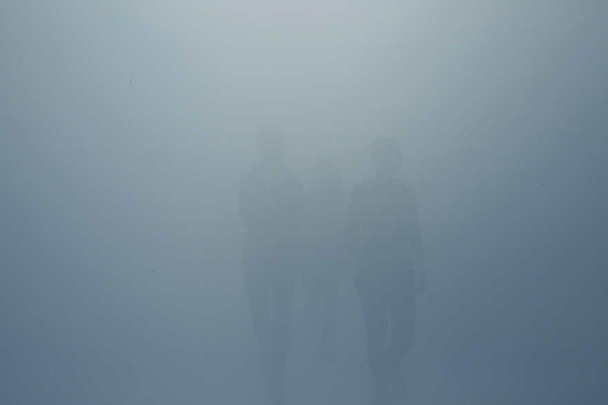 Olafur Eliasson, Der blinde Passagier / Your blind passenger (blauer Nebel), 2010, Photo Studio Olafur Eliasson © 2010 Olafur Eliasson.