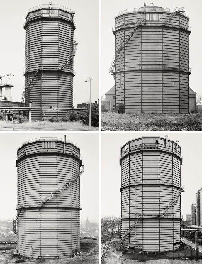 Bernd und Hilla Becher, Gasbehälter, 1965–2001, zusammengestellt 2003, Vier S/W-Fotografien: 1. Essen-Altenessen, D, 1976, 2. Wanne-Eickel, D, 1965, 3. Neunkirchen, Saarland, D, 1975, 4. Recklinghausen, D, 1978, Je 40,5 x 31,5 cm © Bernd und Hilla Becher / SAMMLUNG VERBUND, Wien, Courtesy the artists and Sonnabend Gallery, New York.
