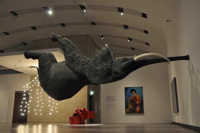 Ausstellungsansicht, Kunsthalle Wien 2012, Foto: Alexandra Matzner, mit Werken von Daniel Firman, Cindy Sherman, Jeppe Hein und Kristian Sverdrup © bei den Künstlern.