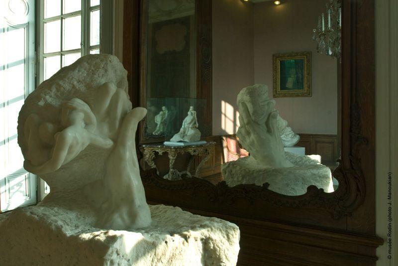 Musée Rodin, Installationsansicht mit der Hand Gottes © Musée Rodin.