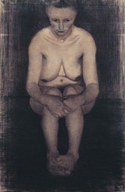 Paula Modersohn-Becker: Sitzender weiblicher Akt, frontal, mit übereinander gelegten Füßen, 1899, Kohle, 103,5x68 cm © Paula Modersohn-Becker-Stiftung, Bremen 2010.