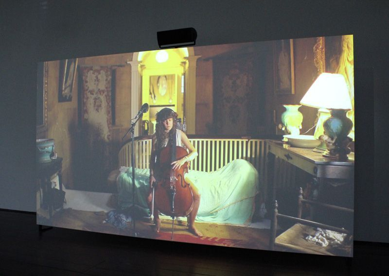 Ragnar Kjartansson, The Visitors (Cello), 2012, Still, Nine channel HD video projection, Duration: 64 minutes, Courtesy of the artist, Thyssen-Bornemisza Art Contemporary, Installationsfoto: Alexandra Matzner.