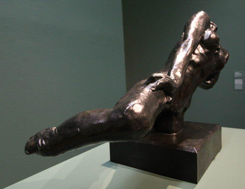 Auguste Rodin, Fliegende Figur (von der Seite), um 1890/91 (Museum der Moderne Salzburg – Dauerleihgabe der Kasser Foundation), Ausstellungsansicht Leopold Museum 2016, Foto: Alexandra Matzner