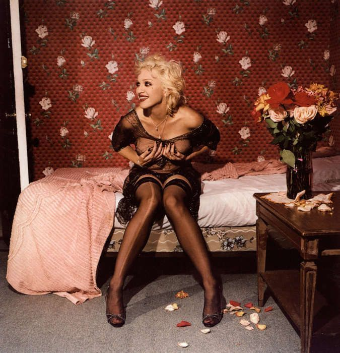 Bettina Rheims, Madonna laughing and holding her breasts, New York, September, 1994, C-Print, 134 x 134 cm, Courtesy Jérôme de Noirmont, Paris, © Bettina Rheims, Jérôme de Noirmont – Art & Confrontation.