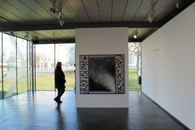 Silke Otto-Knapp, Front cloth (Mondaufgang) in der Kunsthalle am Karlsplatz/Wien, Wasserfarben und Gouache auf Leinwand, 2011, 140 x 160 cm, Installationsansicht in der Kunsthalle Wien Karlsplatz 2014.