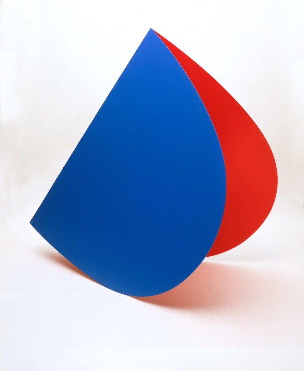 Ellsworth Kelly, Blue Red Rocker, 1963, Bemaltes Aluminium, 185 x 101 x 155 cm, Collection Stedelijk Museum Amsterdam © Estate of the artist, Collection Stedelijk Museum Amsterdam© Ellsworth Kelly.