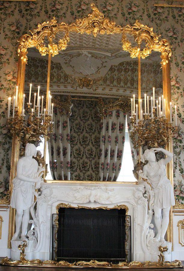 Bouquetzimmer mit Kamin von Bernardo de Bernardis im Stadtpalais des Fürsten von und zu Liechtenstein, Wien 1010, Foto: Alexandra Matzner.