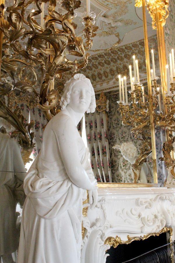 Detail des Kamins von Bernardo de Bernardis im Bouquetzimmer, Stadtpalais des Fürsten von und zu Liechtenstein, Wien 1010, Foto: Alexandra Matzner.
