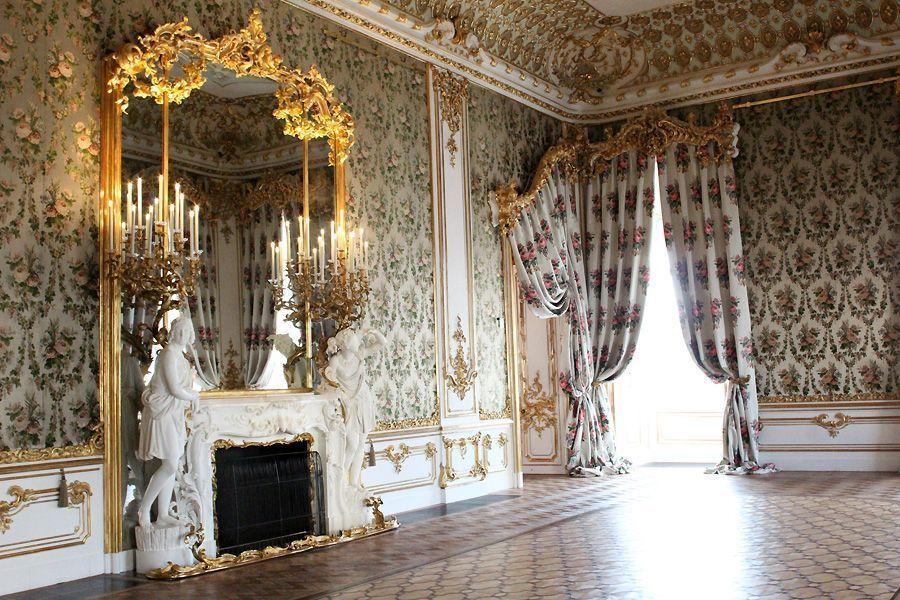 Einblick in das Bouquetzimmer (Kamin von Bernardo de Bernardis), Stadtpalais des Fürsten von und zu Liechtenstein, Wien 1010, Foto: Alexandra Matzner.