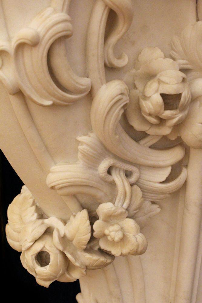Rosen vom Kamin Bernardo de Bernardis im Westlichen Korridor, Stadtpalais des Fürsten von und zu Liechtenstein, Wien 1010, Foto: Alexandra Matzner.