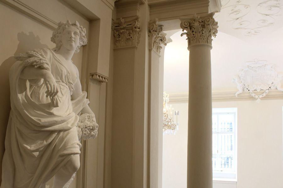 Giovanni Giuliani, Abundantia, 1704, Stiegenhaus im Erdgeschoss, Stadtpalais des Fürsten von und zu Liechtenstein, Wien 1010, Foto: Alexandra Matzner.
