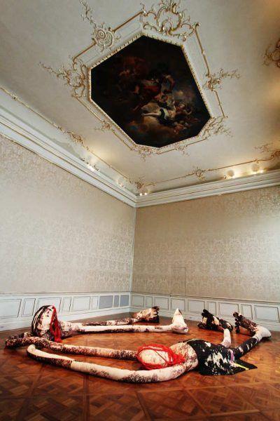 Sterling Ruby, Installationsansicht im Winterpalais/Wien, FIGURES (BL.RD.), 2014, Foto: Alexandra Matzner.