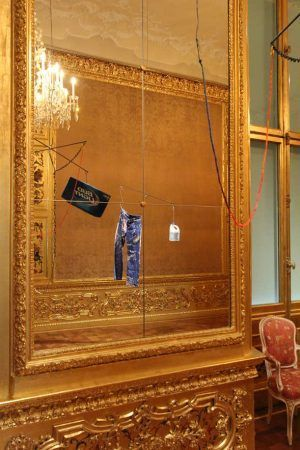 Sterling Ruby, Installationsansicht im Winterpalais/Wien, SCALE (5406) BUD LIGHT, 2015 & SCALE (5415) S. R. CLOR., 2015, Installationsaufnahme Winterpalais: Alexandra Matzner.