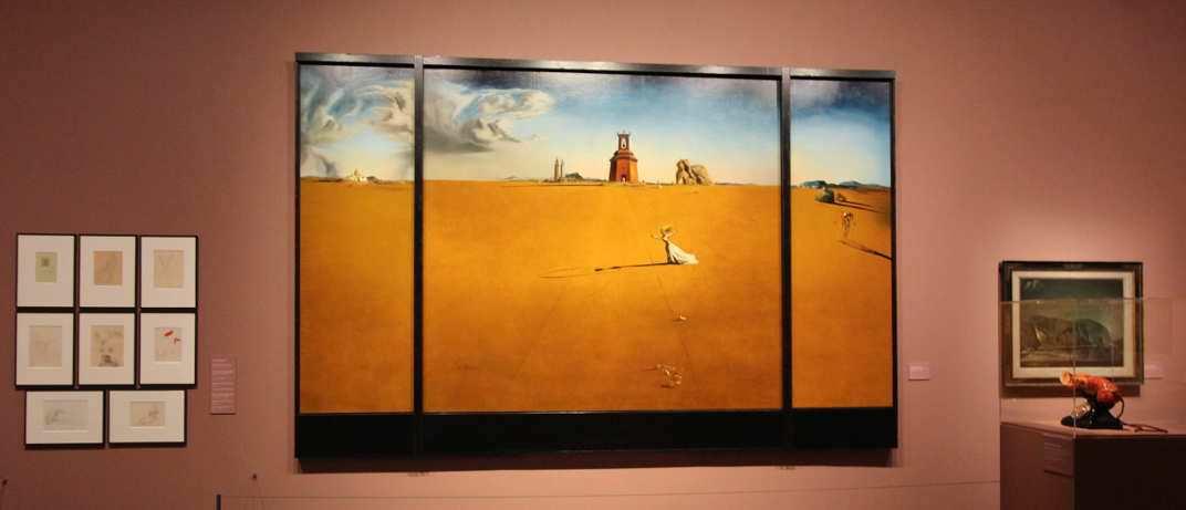 Salvador Dalí, Landscape with a Girl Skipping Rope [Landschaft mit seilspringendem Mädchen], 1936 (Museum Boijmans van Beuningen, Rotterdam, ehemals Sammlung E. James), Ausstellungsansicht Hamburger Kunsthalle 2016, Foto: Alexandra Matzner.