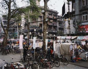 Thomas Struth, Jianghan Lu, Wuhan, 1995, C-Print, 124,2 x 148,4 cm, Atelier Thomas Struth © Thomas Struth.