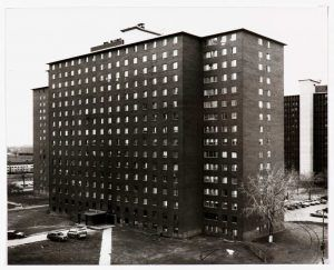 Thomas Struth, South Lake Street Apartments III, Chicago, 1990, Bromsilbergelatine-Abzug, 46,3 x 57,5 cm (Pinakothek der Moderne, München, seit 2003 Dauerleihgabe der Siemens AG) © Thomas Struth