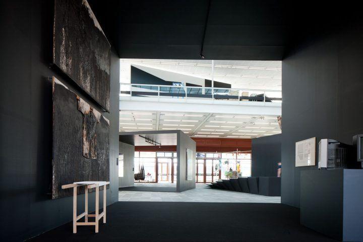 Utopie Gesamtkunstwerk, Ausstellungsansicht, 2012 (Display Esther Stocker) © Belvedere, Wien / Foto: Roland Unger.