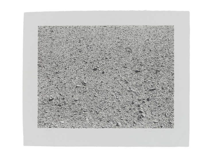 Vija Celmins, Untitled Portfolio: Desert, 1975 Zweifarbige Lithografie Motiv: 31,8 x 41,9 cm Blatt: 42 x 50,8 cm Gedruckt von Lloyd Baggs Verlegt von Cirrus Editions, Los Angeles.