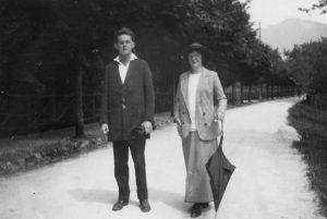 Egon Schiele und Wally Neuzil in Gmunden am Traunsee, aus dem Fotoalbum von Arthur Roessler, Juli 1913 © Wien Museum