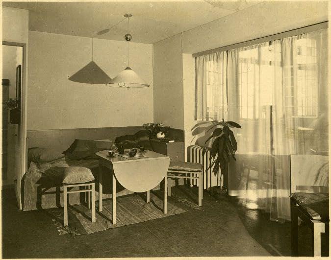 Margarete Schütte-Lihotzky (Entwurf), Die Wohnung der berufstätigen Frau: Schreibtisch und Wandverbau, Ausstellung in Essen, 1927 © Universität für angewandte Kunst Wien, Kunstsammlung und Archiv.