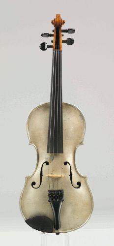 Violine mit Aluminiumkörper, 1913 (?), Hergestellt von: Heinrich Wachwitz, Nürnberg, Gesamtlänge 35,1 cm, Corpusbreite oben 15,9 cm, Corpusbreite unten 19,8 cm, Germanisches Nationalmuseum, Nürnberg.