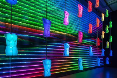rosalie, WAGNER – Heldendisplay, 2013, Kinetisch-interaktive Licht-Klang-Skulptur (bunt) © rosalie; Fotos: Wolf-Dieter Gericke.