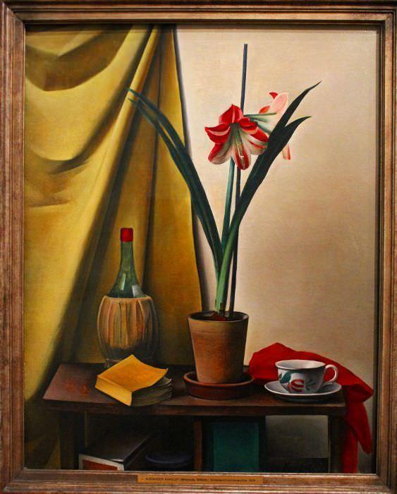 Alexander Kanoldt, Stillleben III mit Amaryllis, 1926, Öl auf Leinwand, 106 × 80 cm © Berlinische Galerie.