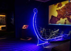 """Ausstellungsansicht """"Wikinger!"""" auf der Schallaburg 2015, Foto: Helmut Lackinger."""