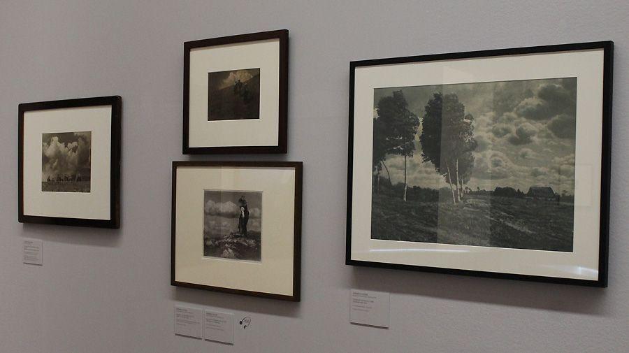 """Installationsansicht """"Wolken"""" im Leopold Museum mit Fotografien von Heinrich Kühn, Foto: Alexandra Matzner."""