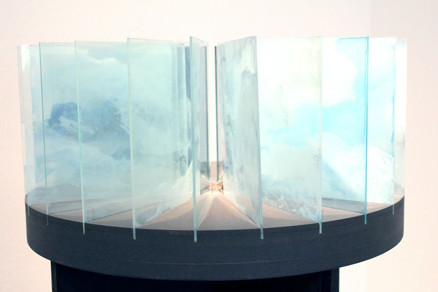 """Iris Maria Nitzl, Himmelsbeobachtung, stündlich 3.5.2008, 2008 (Sammlung der Kulturabteilung der Stadt Wien – MUSA), Installationsansicht """"Wolken"""" im Leopold Museum, Foto: Alexandra Matzner."""