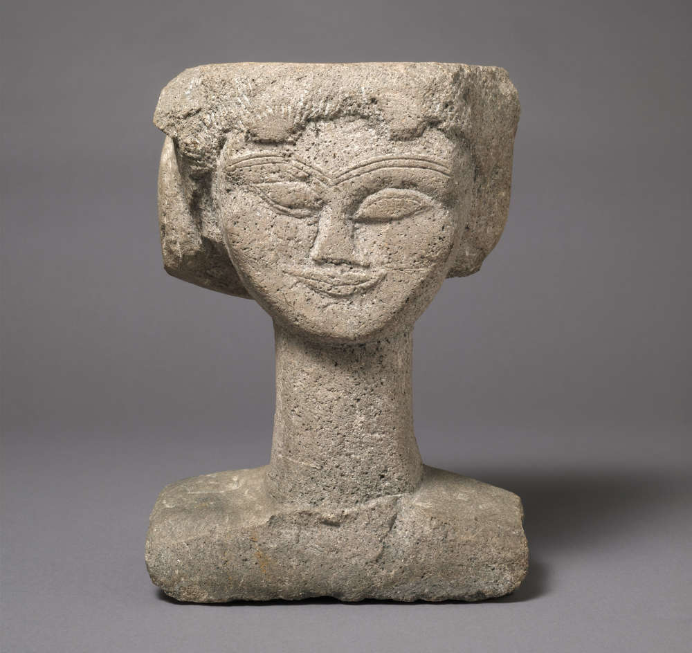 Amedeo Modigliani, Kopf, um 1911, Stein, 39,4 x 31,1 x 18,7 cm (Harvard Art Museums/Fogg Museum, Gift of Lois Orswell © President and Fellows of Harvard College)