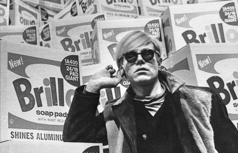 Andy Warhol vor der Brillo-Box, 1968