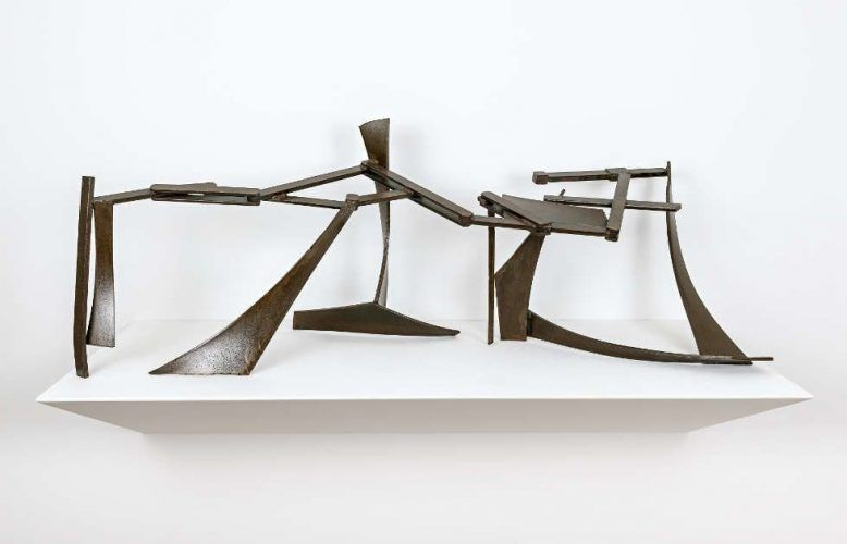 Anthony Caro, Table Piece CCXXIX, 1975, Stahl mit Rostanflug, lackiert, 61 x 167,6 x 50,8 cm (Sammlung Hubert Looser, © 2019 Courtesy of Barford Sculptures)
