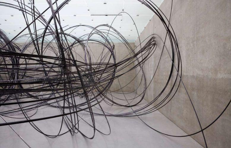 Antony Gormley, Clearing V, 2009, ca. 11 km von 12.7 mm Aluminiumröhre, Installationsansicht Kunsthaus Bregenz, Österreich © the Artist. Photo: Markus Tretter